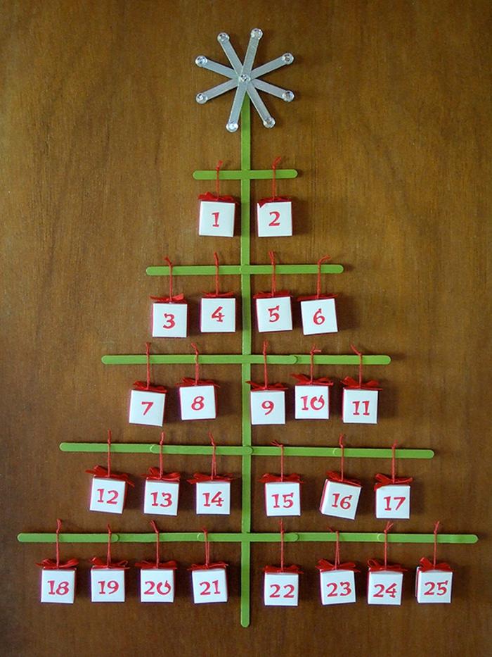calendrier de l'avent maison, sapin avec petits cadeaux en boîtes, déco de Noel avec matériaux simples