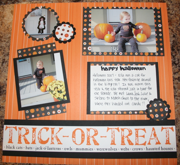 idée cadeau, page scrapbooking orange avec photos enfant à thématique Halloween, photos et notes scrapbooking