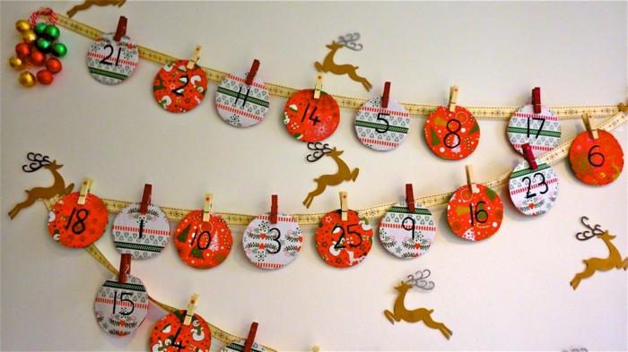 calendriers de l'avent, guirlande originale, des rondins en papier décorés
