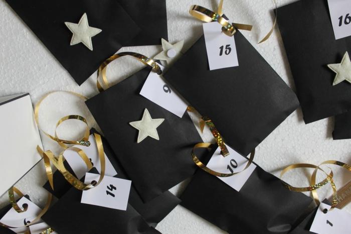 calendriers de l'avent, sacs noirs en papier avec runabs dorés et numéros