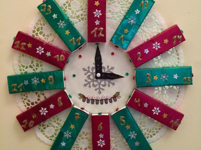 calendriers de l'avent, horloge en boîtes d'allumettes avec les 24 jours jusqu'à Noel