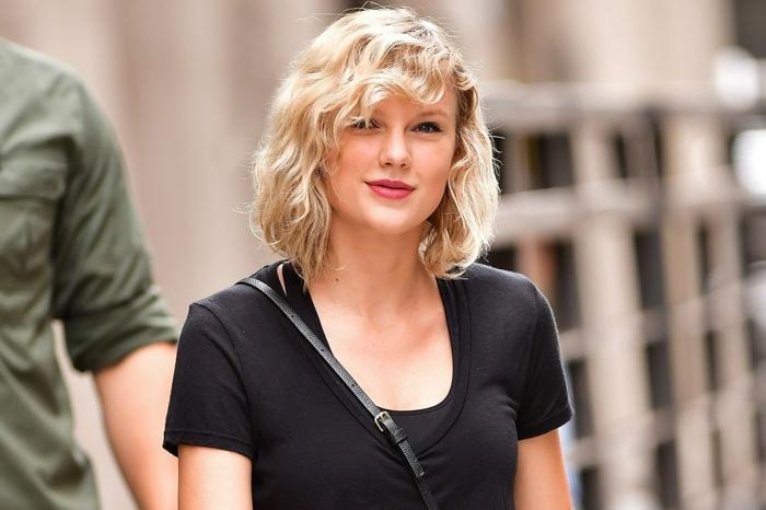 carré plongeant cheveux fins, coiffure et tenue streetstyle, Taylor Swift, cheveux blonds