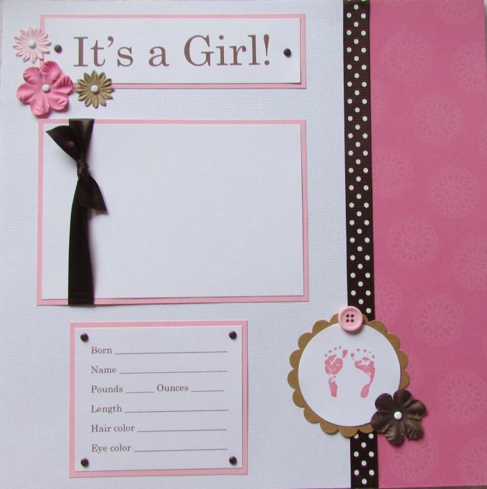 exemple scrapbooking, page annonce naissance fille en blanc et rose avec fleurs en tissu et rubans noirs