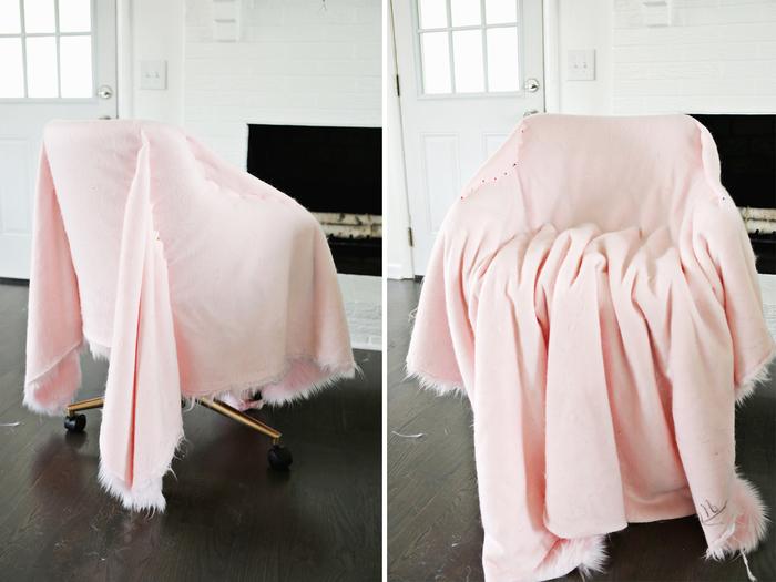 bureau de chaise revêtue de fausse fourrure rose pour un projet de relooking meuble facile et à petit budget