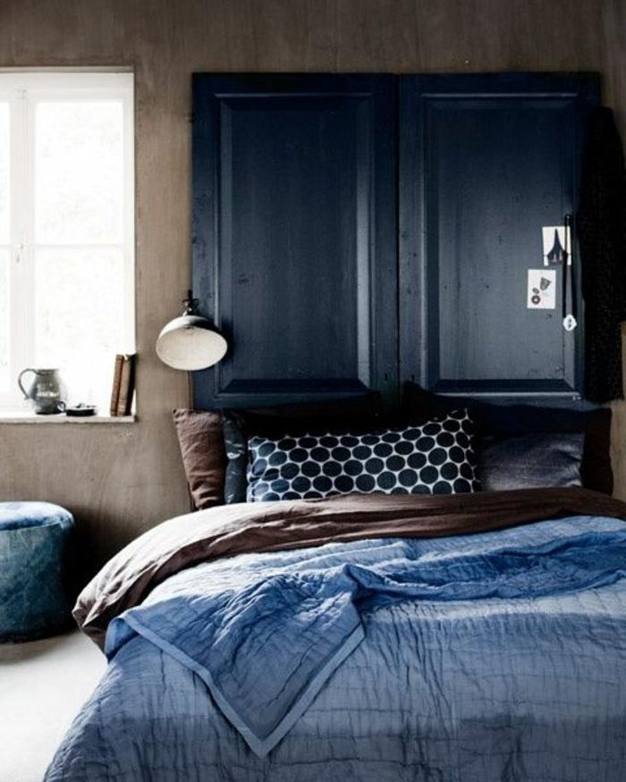chambre adulte bleu deco chambre adulte bleu avec grand meuble de rangement au dessus du lit