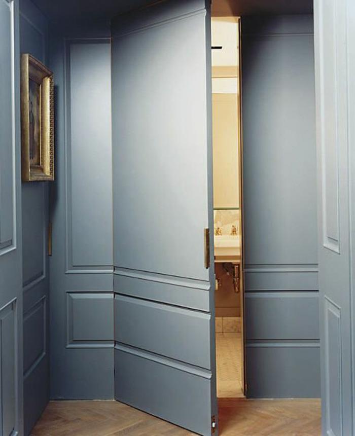 deco chambre adulte bleu portes avec deux battants ameublement dans un style classique avec parquet au sol