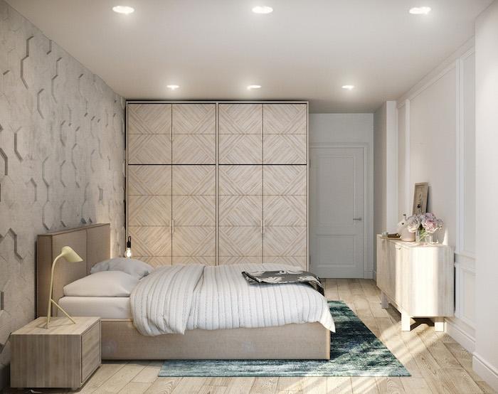 chambre gris et blanc avec des accents beiges, lit, commode et table de nuit bois, parquet clair, tapis bleu vert