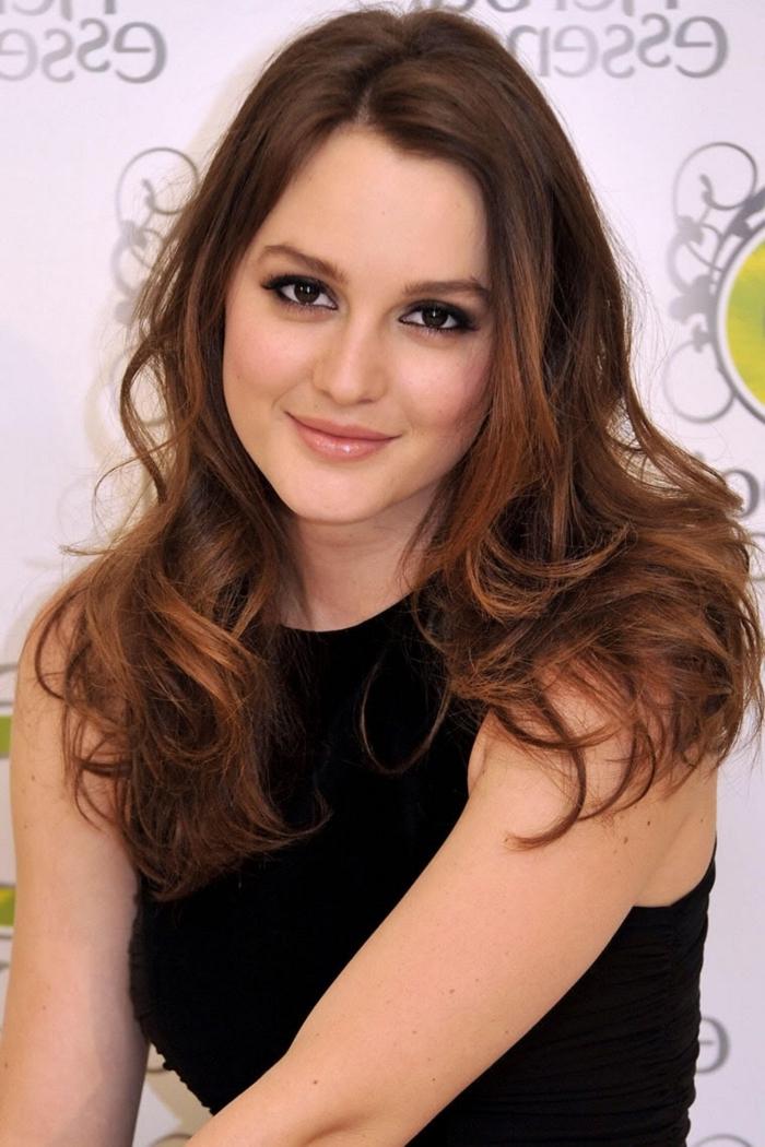 cheveux cuivré, coiffure inspiration célébrité Gossip Girl, Leighton Meester aux cheveux longs et bouclés de pointes cuivrées