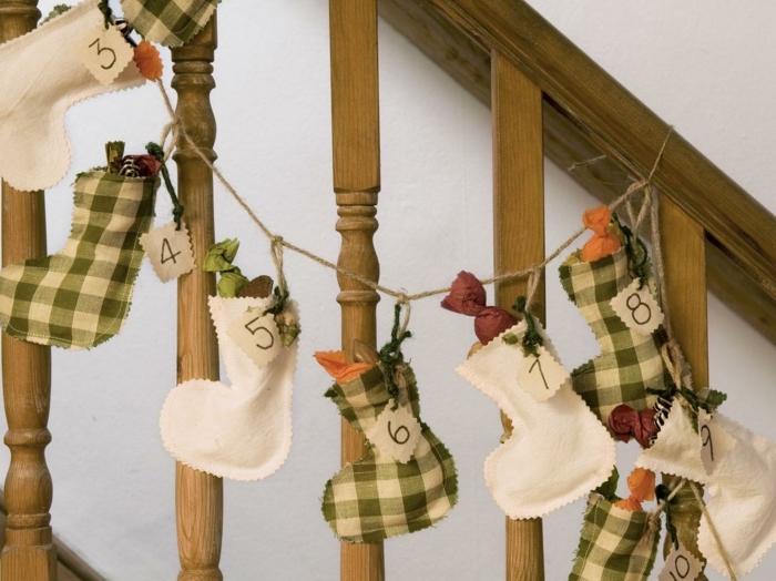 surprises pour fêter le Noel, chaussettes avec cadeaux pour la famille