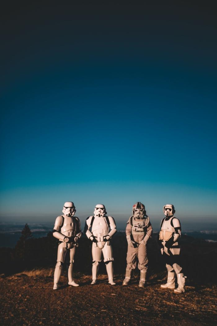 Groupe photos de mariage originales idée pose de photo star wars inspiration stormtrooper costumes