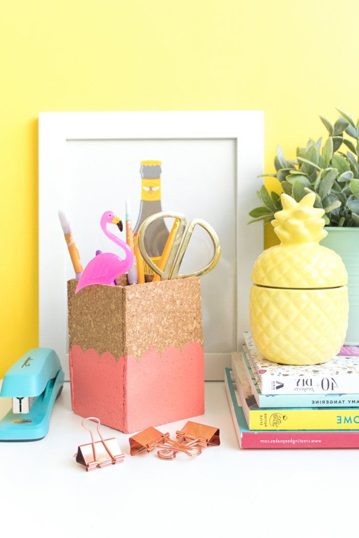Formidable décoration bricolage avec bouchon de liège chambre coloré home office idée décoration porte crayons de liège
