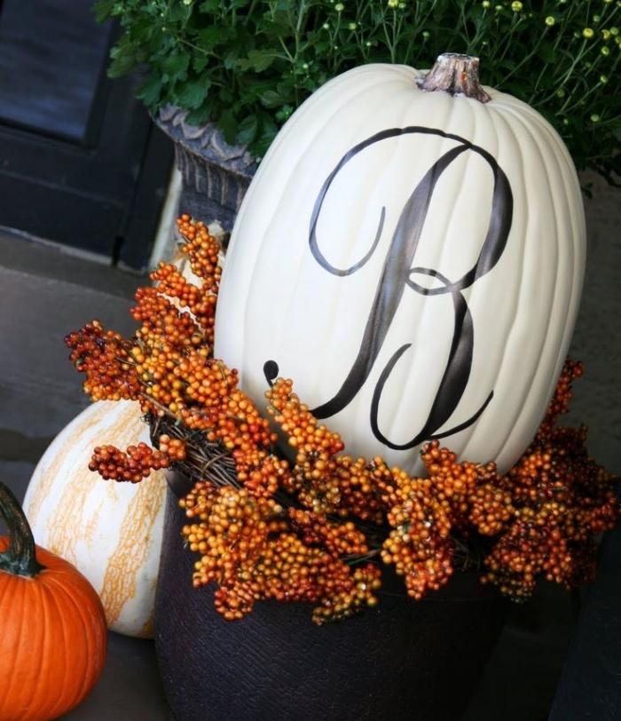 modèle citrouille halloween blanc avec lettre noir, objet décoratif pour la véranda de Halloween