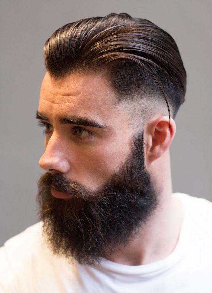 coupe de cheveux homme court sur les cotés long dessus arriere dégradé  américain barbe hipster