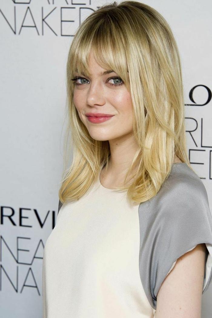 coiffure cheveux carré long, jolie coiffure sur cheveux blonds, coiffure frangée et cheveux lisses