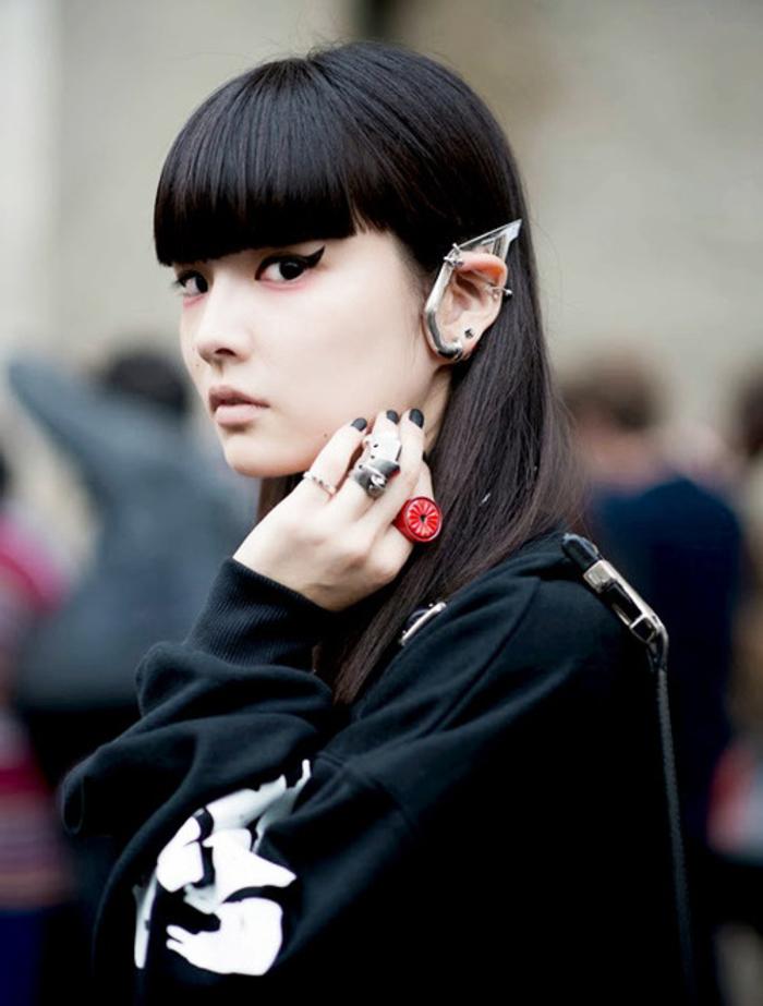 Coiffure femme frange droite coupe cheveux degrade - Coupe courte avec frange droite ...