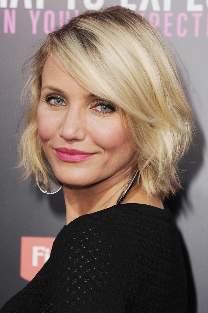 coiffure pour cheveux fins, Cameron Diaz, carré court blond, maquillage yeux bleus