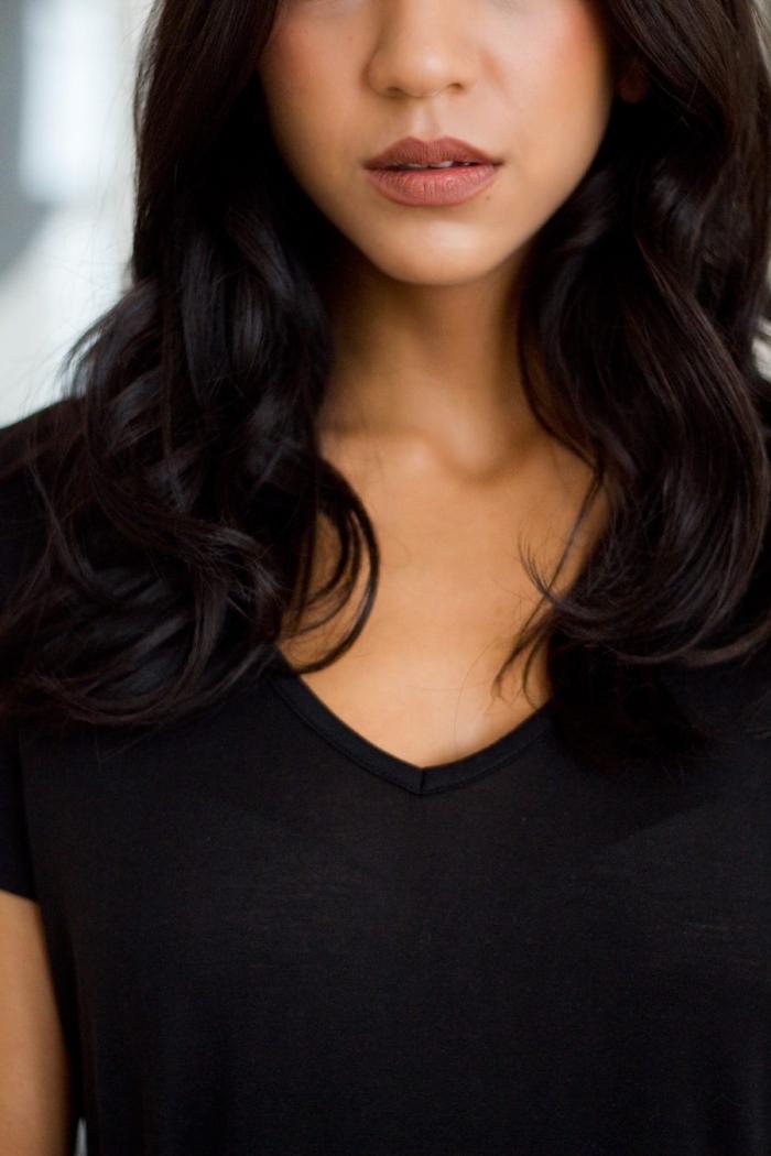 contouring facile, quel maquillage pour peau bronzée, comment mettre rouge à lèvres marron, conseils maquillage