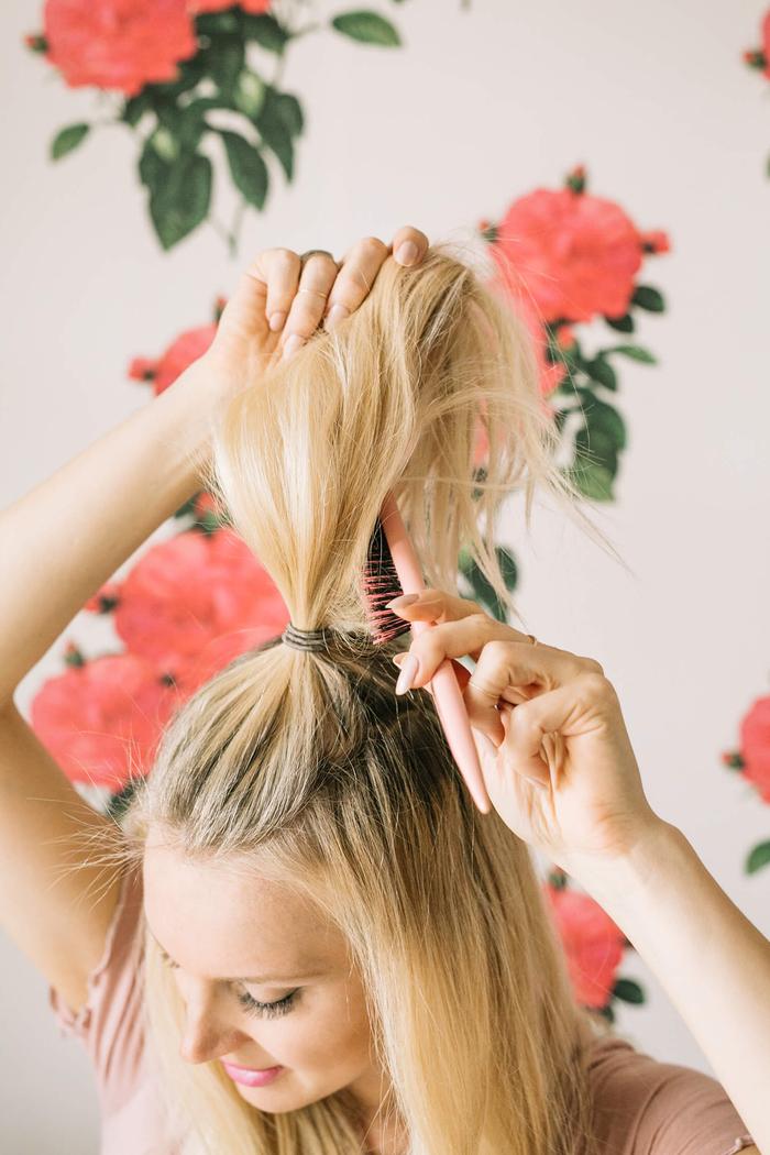 ondulations sur les longueurs des cheveux pour donner plus de volume à ses cheveux