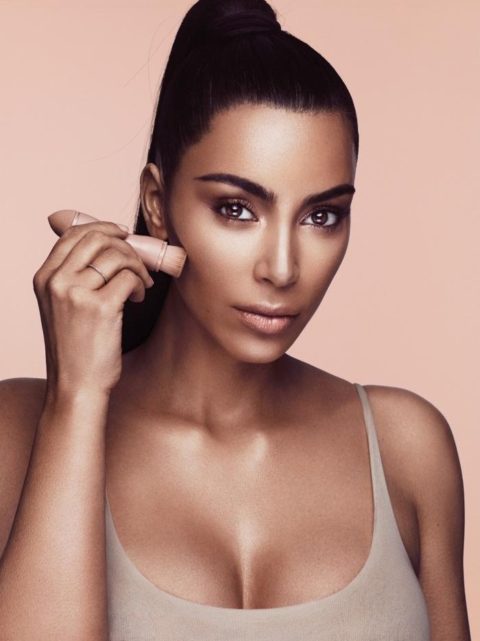 conseils beauté, Kim Kardashian astuces pour faire son contouring visage, maquillage teint bronzé et yeux marron