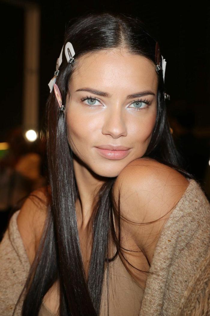 couleur cheveux chatain foncé, yeux bleus, cheveux lisses, coloration ébène chocolat