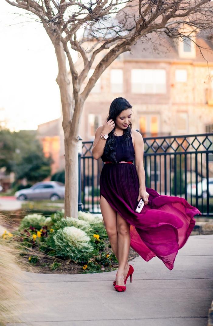 quelle couleur va avec le rouge, modèle de robe longue ombré en noir et pourpré avec chaussures à talons rouges