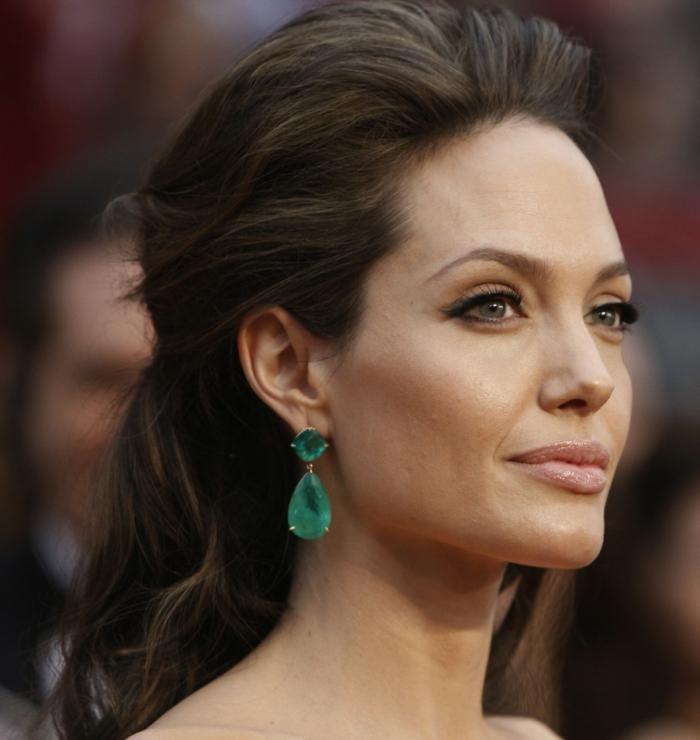 couleur de cheveux auburn, Angelina Jolie avec un maquillage de tous les jours