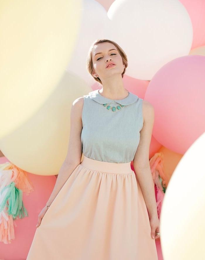 tendance fashion, maquillage naturel aux lèvres nude et fard à paupières nuance pêche, jupe longue orange pastel avec top vert pastel