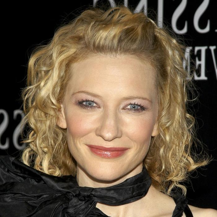 coupe pour cheveux fins, Cate Blanchett; carré bouclé blond, cheveux froissés