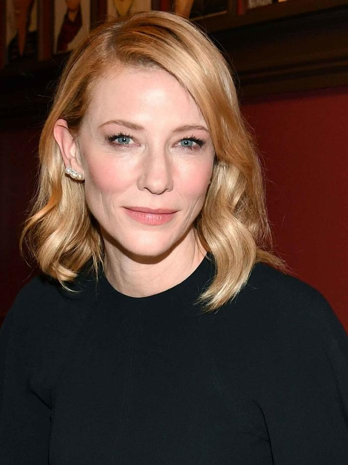 coupe pour cheveux fins, cheveux ondulants, frange sur le côté, Cate Blanchett