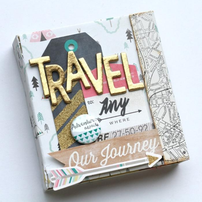 faire un album photo, couverture album de voyage avec lettres en or et papier coloré, idée pour faire son carnet de voyage