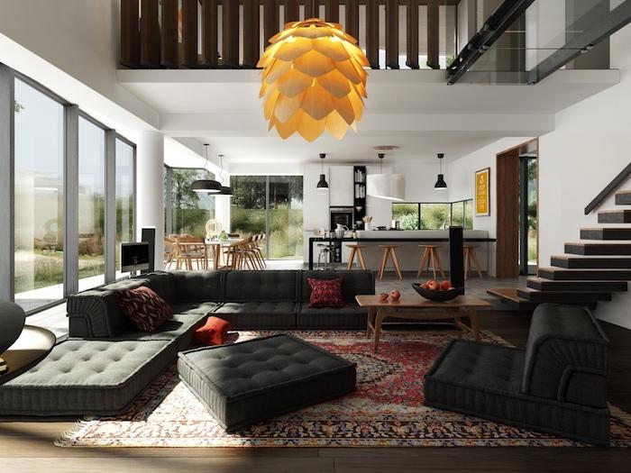 modele de cuisine ouverte avec facade meuble cuisine blanc, tabourets en bois, suspension inéressante, canapé et coussins d assise gris anthracite, tapis oriental