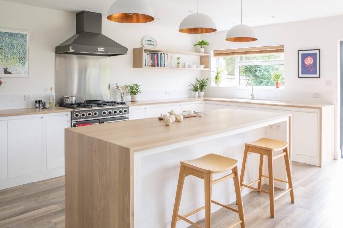 deco scandinave, étagère murale avec livres et services de thé, meubles de cuisine en blanc et bois