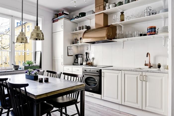 cuisine en bois, rangement de cuisine horizontale avec étagère murale en bois peint blanc, meubles de cuisine blancs