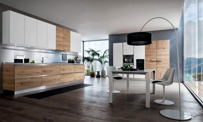 déco scandinave, fenêtre surdimensionnés et murs peints en gris anthracite, meubles de cuisine en blanc et bois