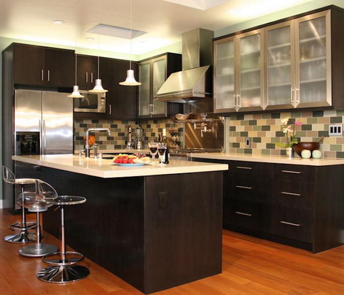 modele cuisine ikea sur parquet en bois et meubles avec ilot noir