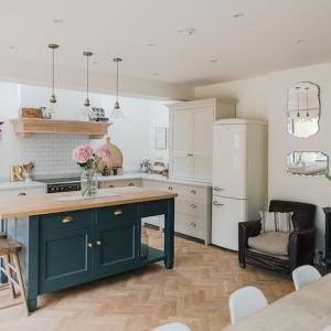 Dépassez les limites avec plus de 90 conseils et idées charmantes pour aménager une cuisine ouverte