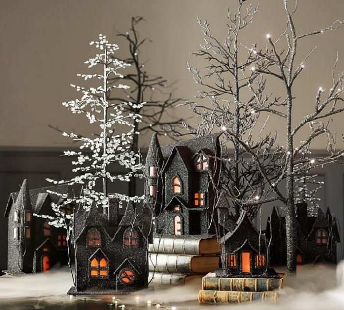 objet décoratif pour halloween, ville halloween avec maison noires et sapins blancs et noirs lumineux