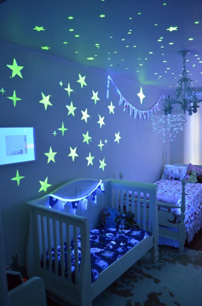 éclairage chambre d'enfant, autocollant PVC lumineux pour les murs et le plafond à design étoile