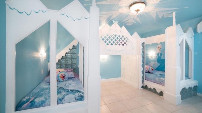 chambre reine des neiges, éclairage chambre d'enfant d'inspiration Frozen, coussins décoratifs à motifs Elsa