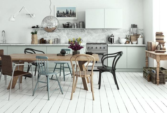 cuisine équipée, étagère murale avec placards blancs sans poignées, crédence cuisine à design marbre gris