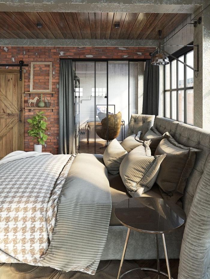 meuble style industriel, couverture de lit et oreilles de nuances beige et marron, étagère en bois avec statuettes décoratives