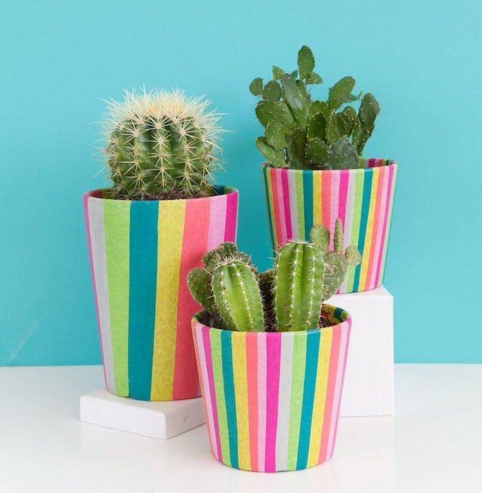 activité manuelle pour ado, diy deco pots de fleurs décorés de papier de soie à rayures, deco chambre fille ado