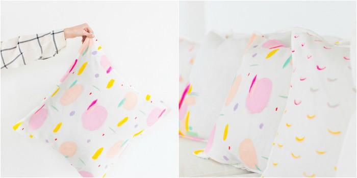 diy déco chambre, des taies colorées à la peinture textile pour vos coussins decoratifs, motifs colorés divers