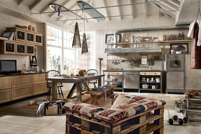 exemple e cuisine ouverte, style industriel, meuble et electromenager en inox, meuble tv et etageres en bois, fauteuil en palettes, banc, table et chaises vintage industriel