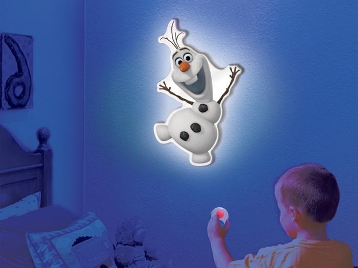 deco reine des neiges, éclairage mural chambre d'enfant à design Olaf, idée aménagement chambre d'enfant