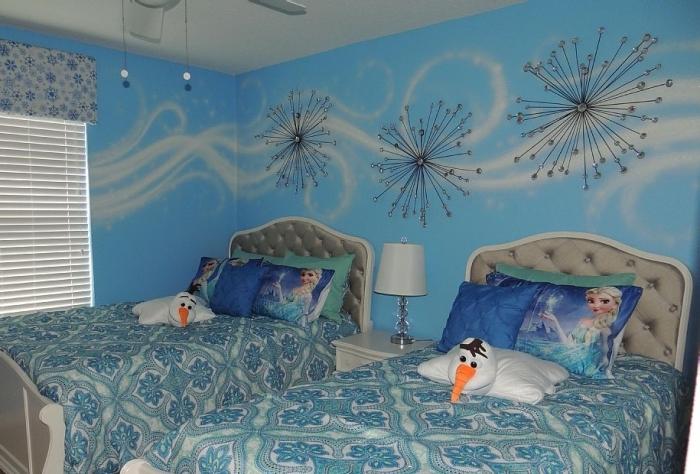 housse d'oreiller à design Elsa, housse de coussin décoratif 3D à design Olaf, peinture murale en blanc et bleu