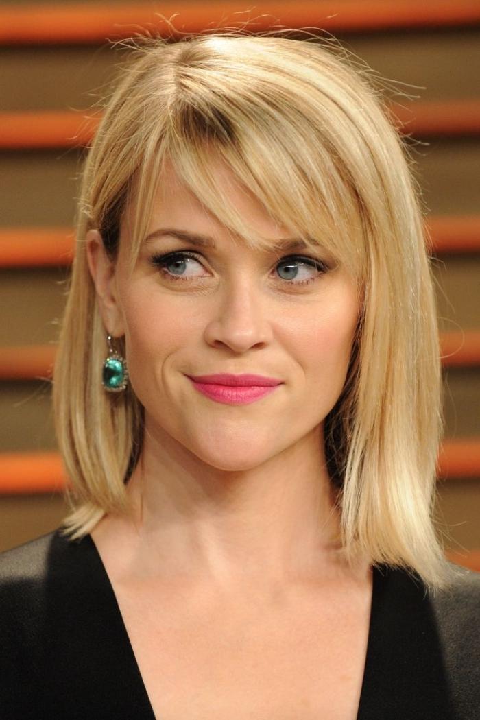 coiffure célébrité Reese Witherspoon, coupe de cheveux femme mi longs, couleur de cheveux blonde avec reflets dorées