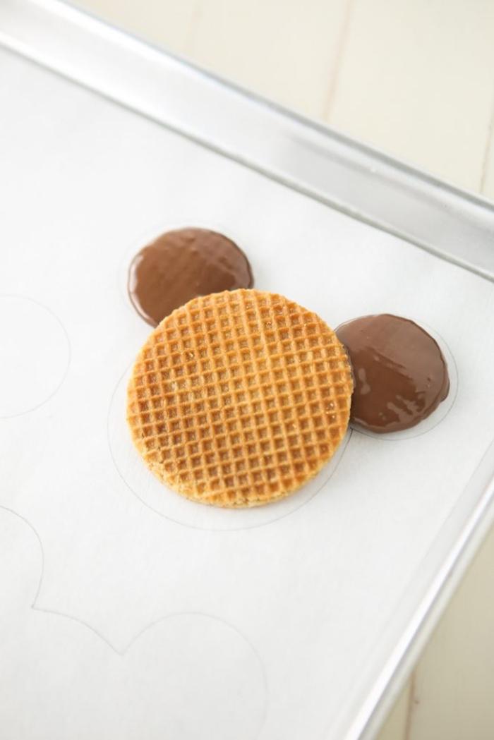 des loisirs créatifs pour petits et grands, recette de biscuits à thé mickey