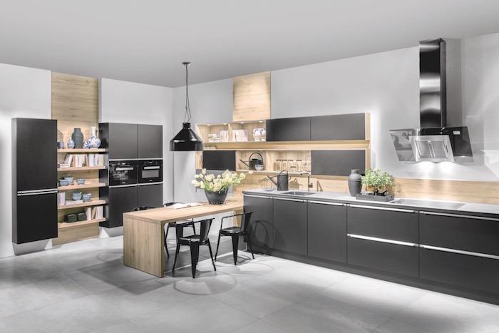 grande cuisine ouvert noir mat gris et bois clair