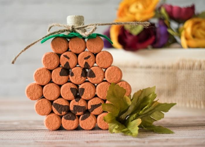 Décoration avec des bouchons de liège, jolie décoration automne citrouille de liège bricolage bouchon de liège